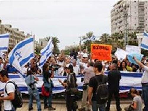 Warga Israel demo