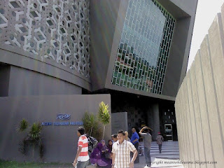 Outside Museum Tsunami3