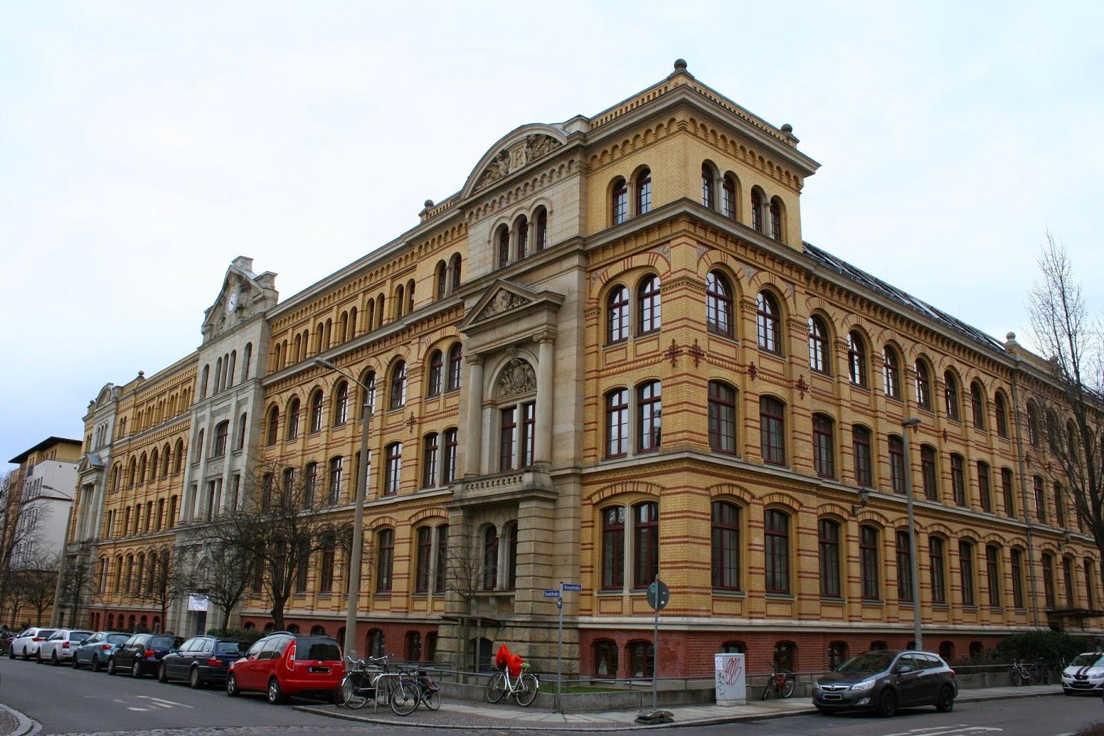 """Das """"Reclam Carrée"""" ist ein Gebäudekomplex im Graphischen Viertel Leipzigs und wurde in den Jahren 1887-1905 als Druckerei- und Verlagsgebäude für den Verleger Anton-Philipp Reclam erbaut"""
