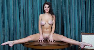 Teen Nude Girl - rs-548454-740884.jpg