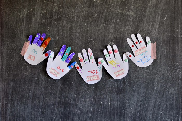 Kids Valentine Craft - Hand Chain | hwescott.blogspot.com