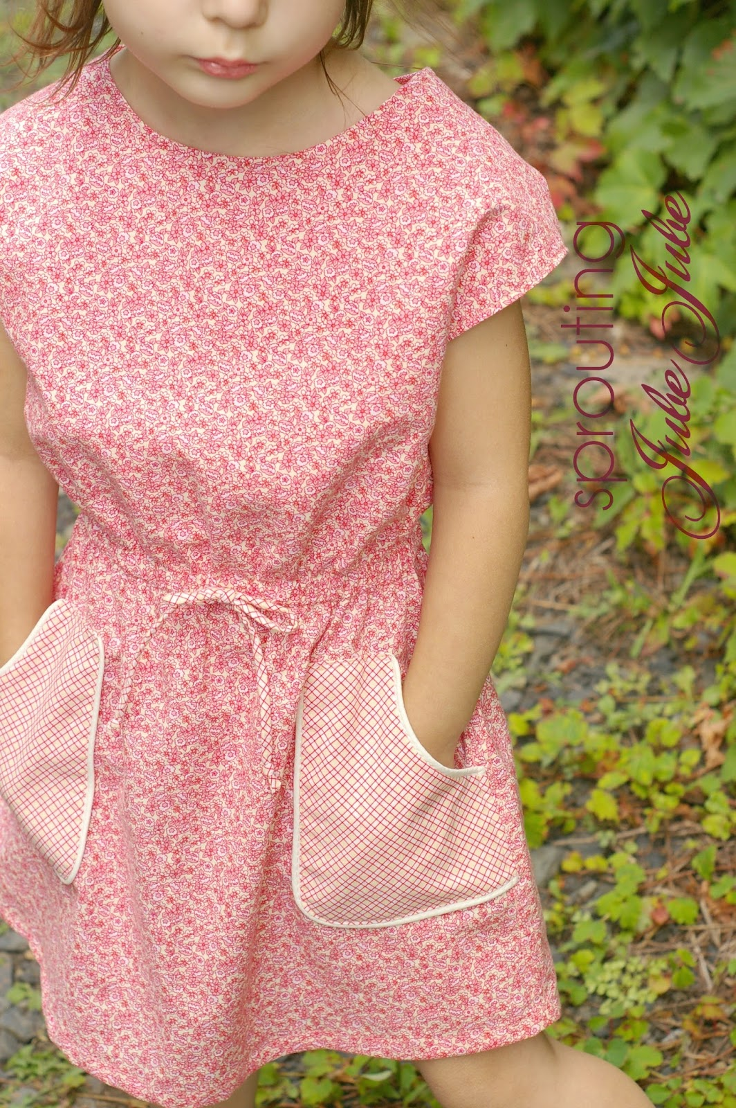 http://sproutingjj.blogspot.ca/2014/09/adding-pockets-to-dress-pattern-no13-by.html