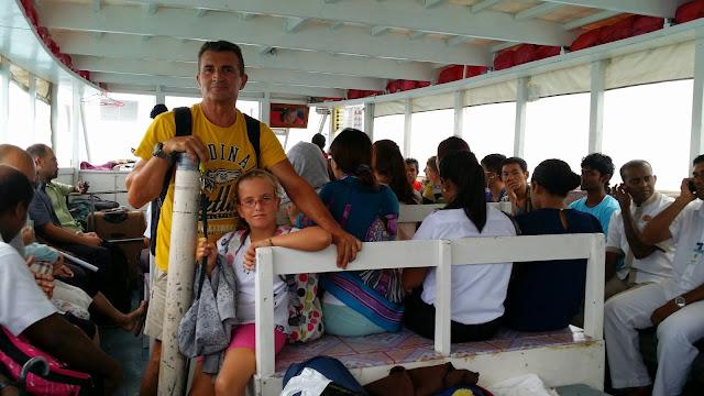 Yayo y Macarena en un dhoni de Maldivas