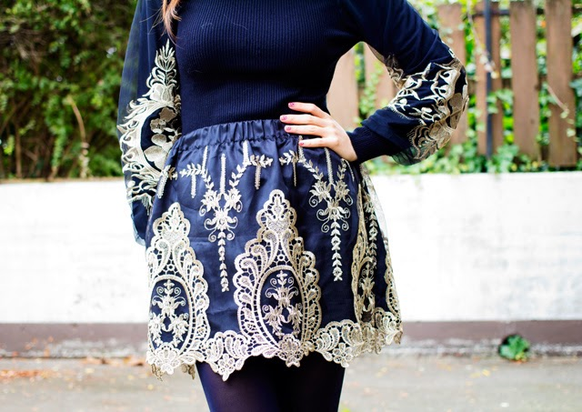 vancouver blogger jasmine zhu for posing in vintage wearing romwe baroque detail skirt and sweater, baroque detail