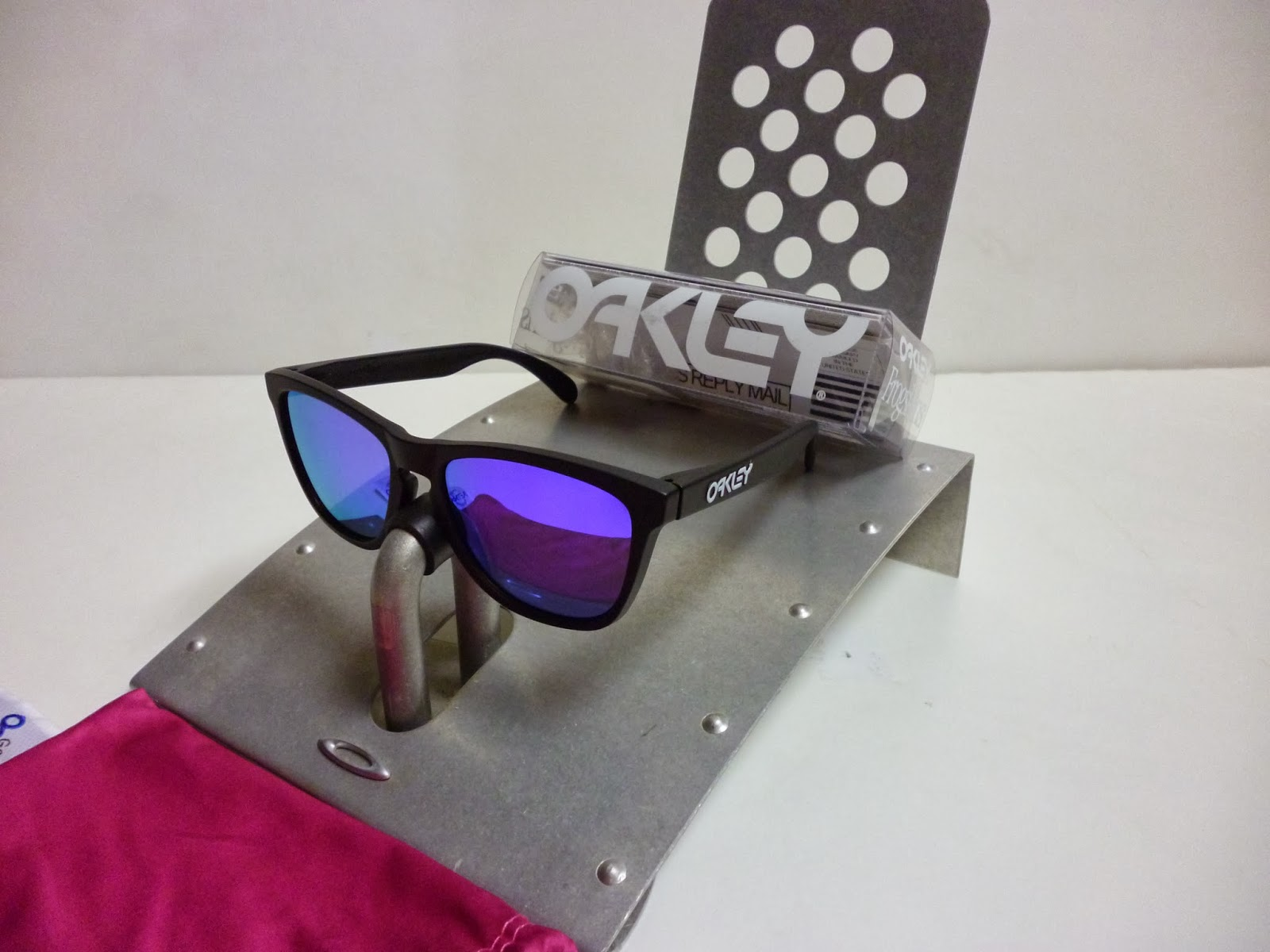 e8003a53cd6 Sam s Oakley Collection from SG Singapore  OAKLEY FROGSKINS MATTE ...