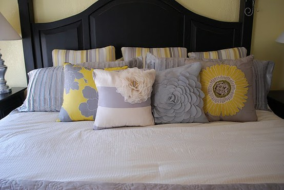 yellow and gray accent bedroom Eye For Design: Decorating With The Grey and Yellow Color Combination