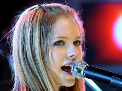Latest Pics Of Avril Lavigne. under Avrillavignealbumdec