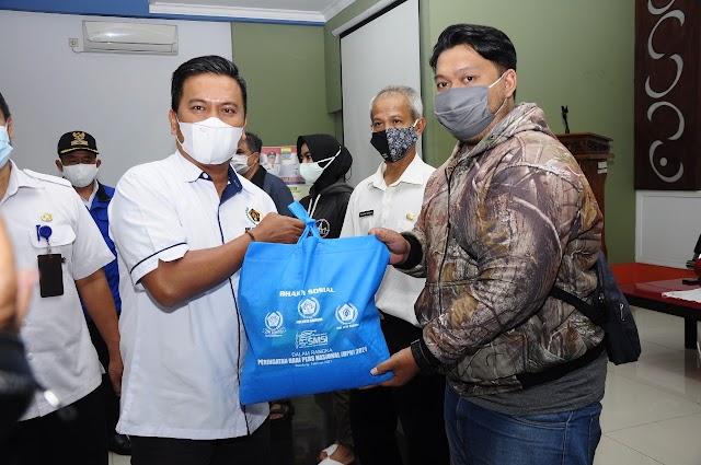 Warga Terpapar di Batununggal Mendapat Bantuan Sembako dari PWI Kota Bandung