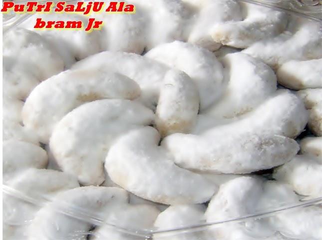 ToM Na JeRrY (13124M ): ReSep Untuk Membuat Kue PuTrI SaLjU