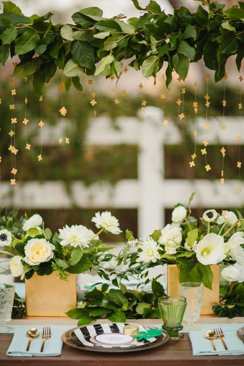 0 Stunning Tablescapes in Green and Gold