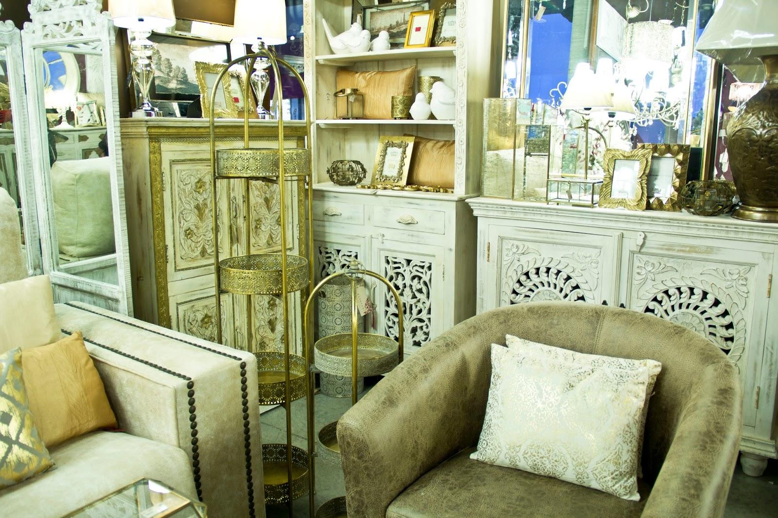 Katatori interiores tonos claros y toques dorados for Muebles poligono el manchon