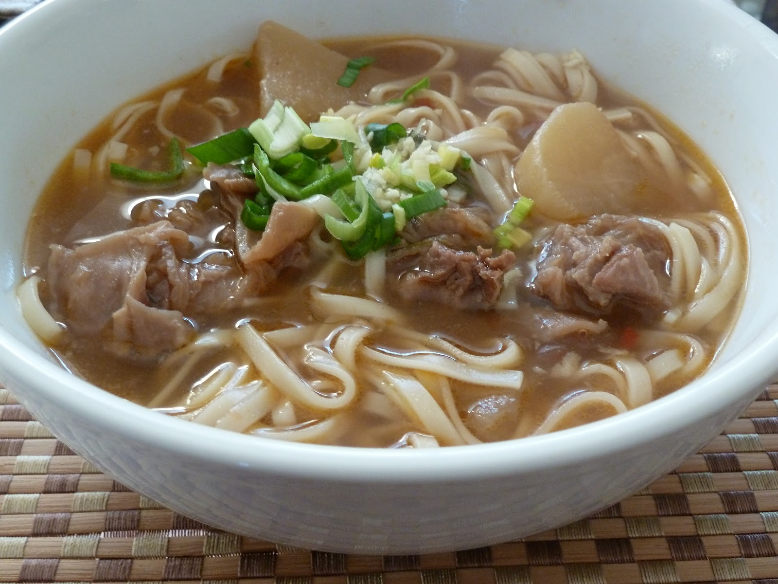 Appetizing Finds: Taiwanese Beef Noodle Soup (nio ro mien)