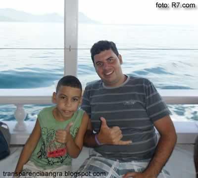O pai e a criança antes do acidente