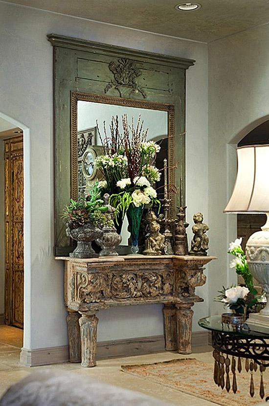 decorar el recibidor con muebles antiguos -consola de madera y espejo