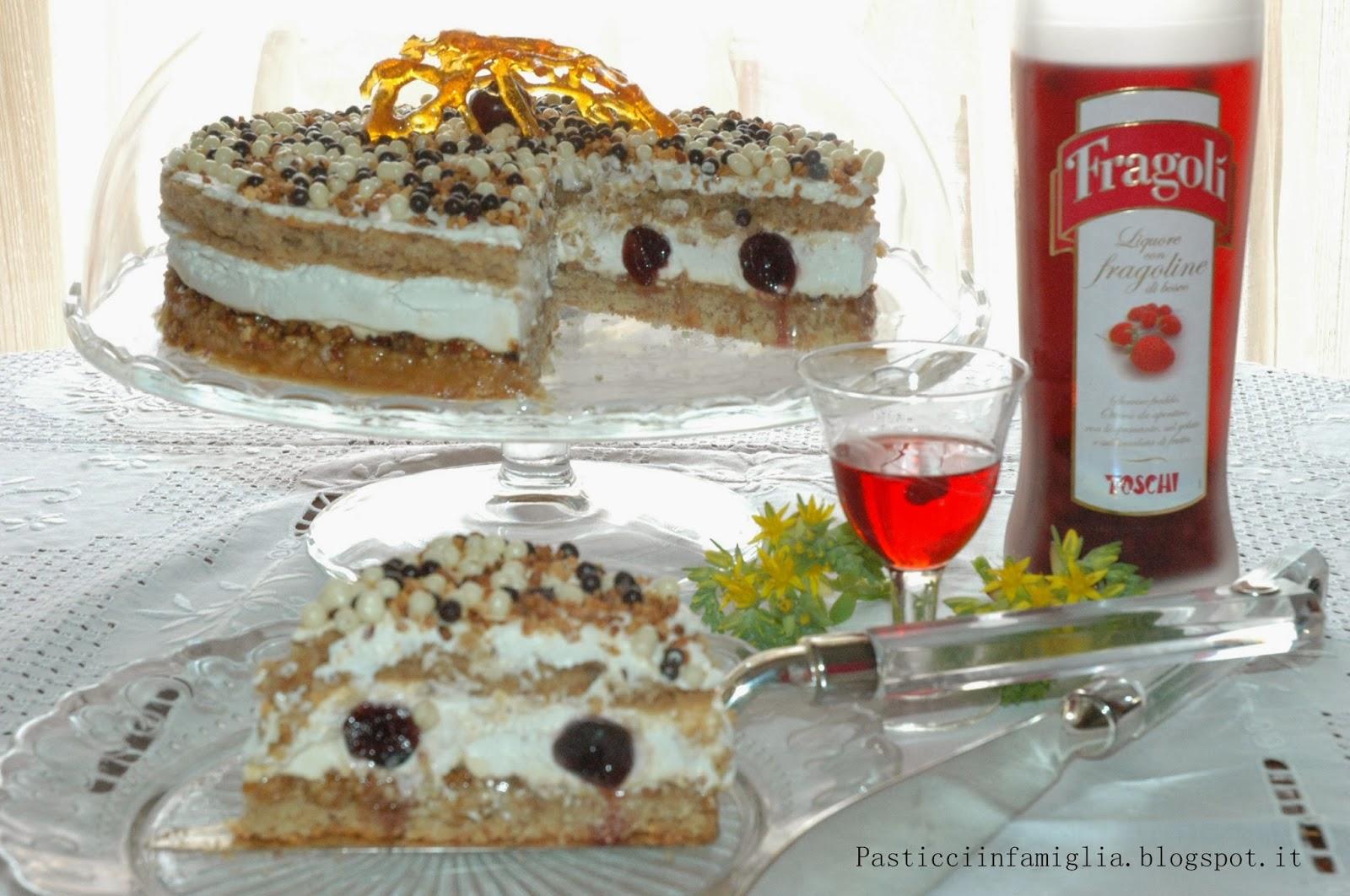 torta al doppio biscotto con croccante morbido e crema chantilly al liquore di marrons glaces
