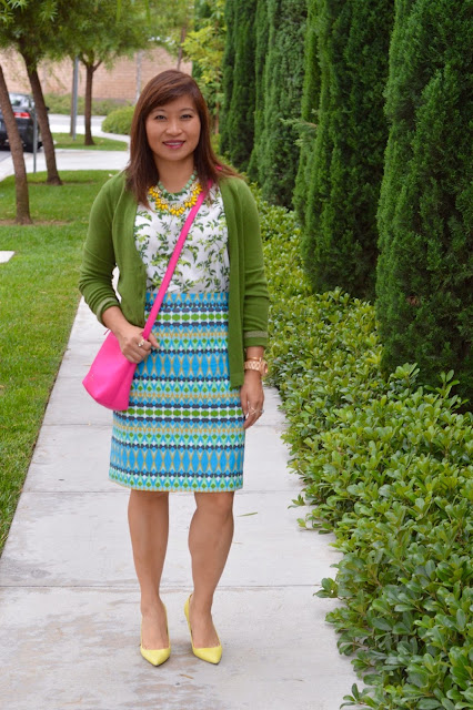 pattern mixing, OC blogger, J Crew Factory pencil skirt in green multi geo, Kate Spade New York Henry Lane Aburee Purse, J Crew Elsie cracked leather pumps