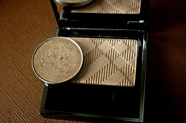 Burberry Beauty Sheer Eye Shadow in Pale Barley No.22 compared to MAC Patina