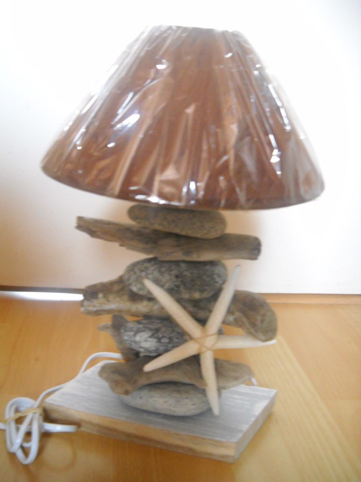 En voil des mati res for Lampe en bois flotte et galet