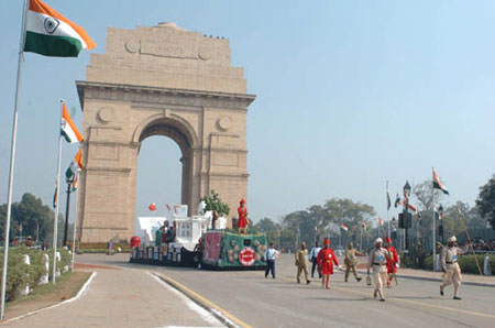 history behind india gate Brief history of india gate (all-india war memorial)  behind the memorial are  three 73 meters high masts flying the flags of each of the three services.