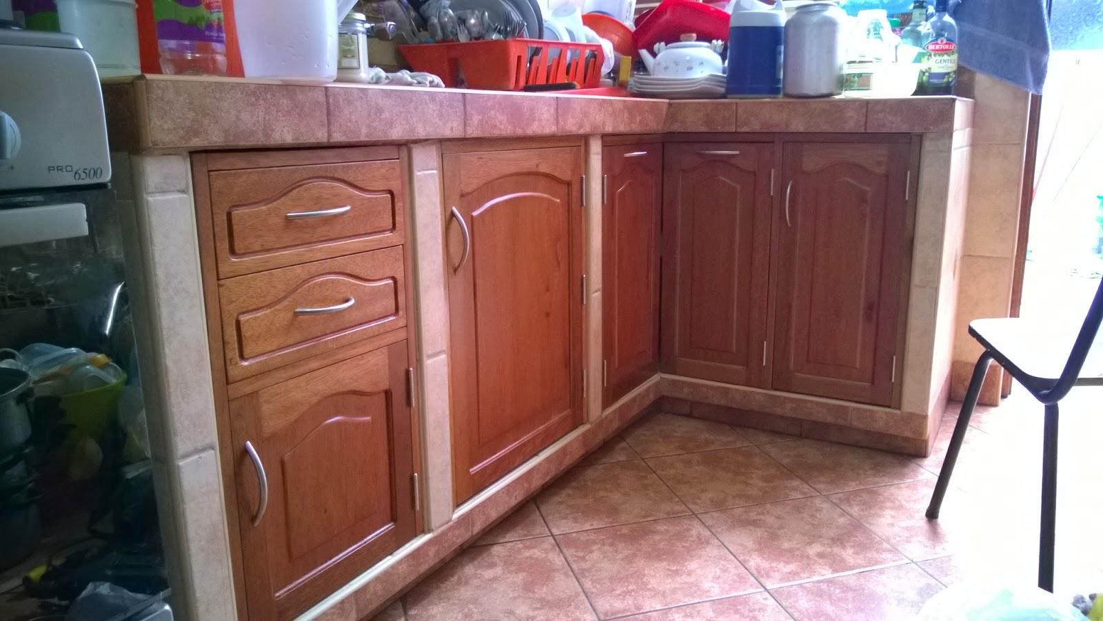 Reposteros de madera independiente y empotrado | Carpintería ...