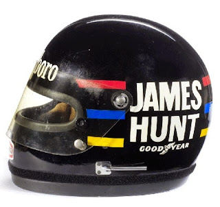 L'inconfondibile casco di James Hunt