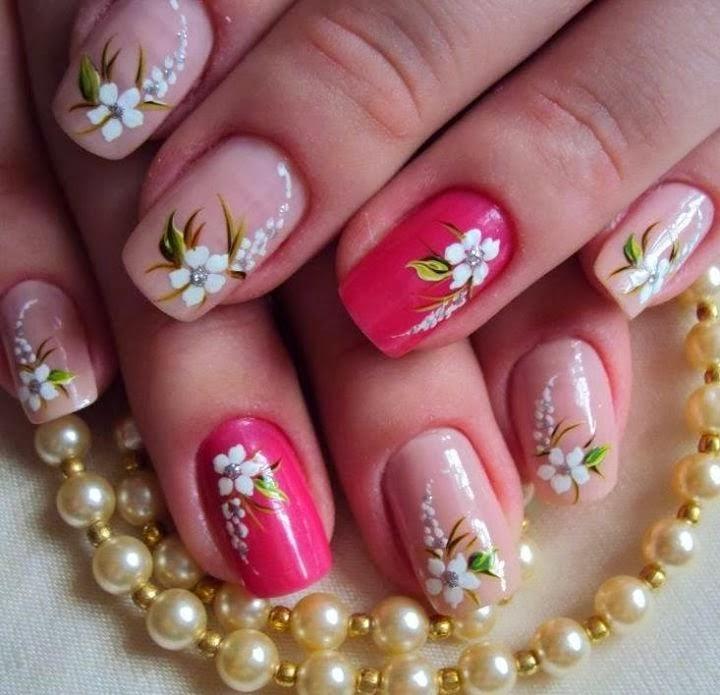 Precioso decorado de uñas con flores y ramilletes y variedad de colores