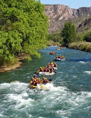 http://travelmatekamu.com/2014/06/29/serunya-rafting-kasembon-malang/