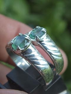 cincin kawin batu zamrud