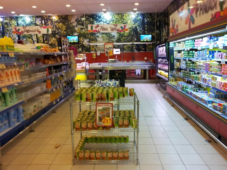AL LADO supermercado, cash para la familia
