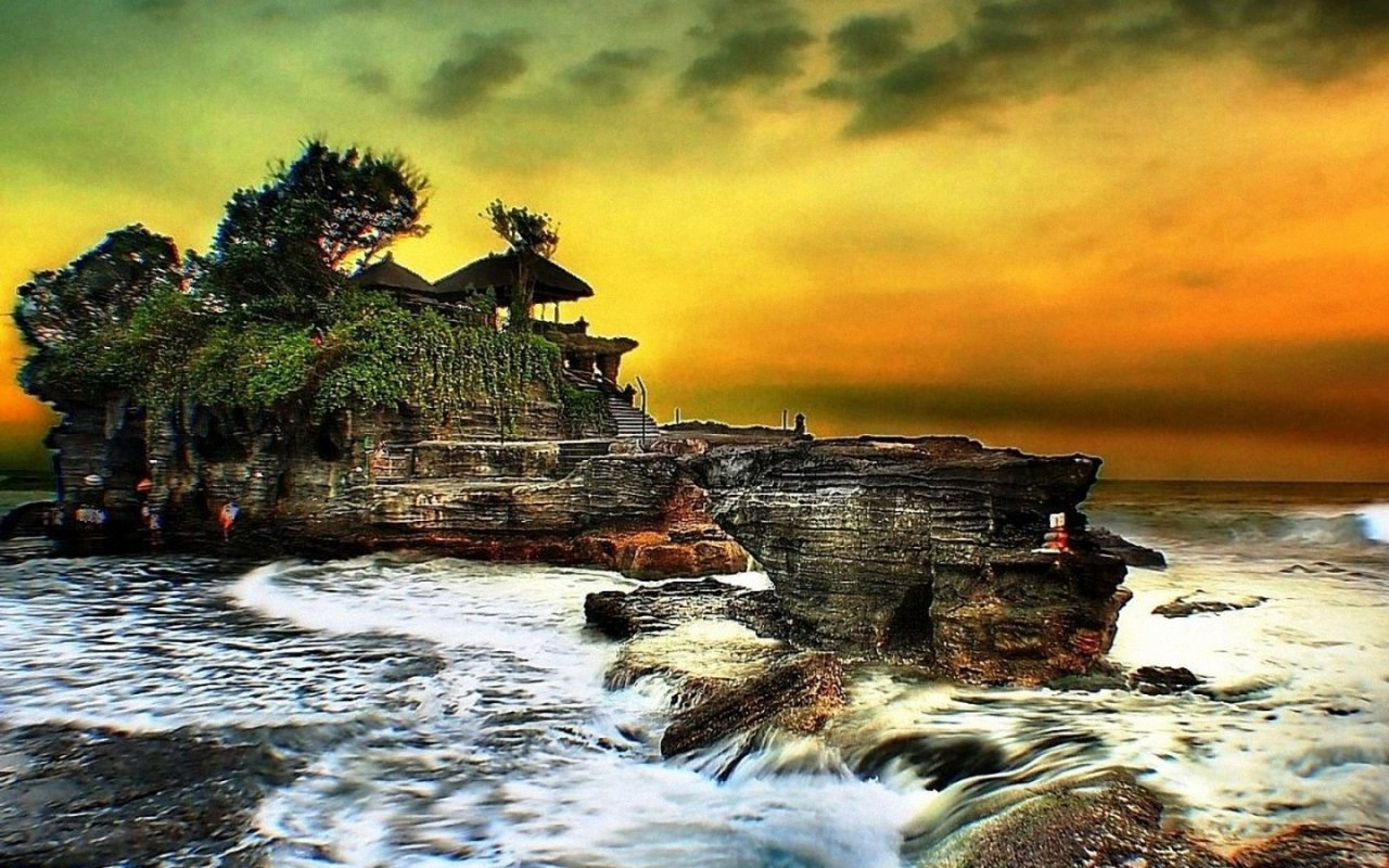 tanah lot Get an overview of balinese culture on this private day trip that showcases the beautiful scenery of bali, including the rice fields of tegalalang meet the woodworkers, silversmiths and batik artists of ubud's artisan villages including mas, celuk and tohpati you will be greeted by local art guide at each villages to see exactly how the arts handicraft made.