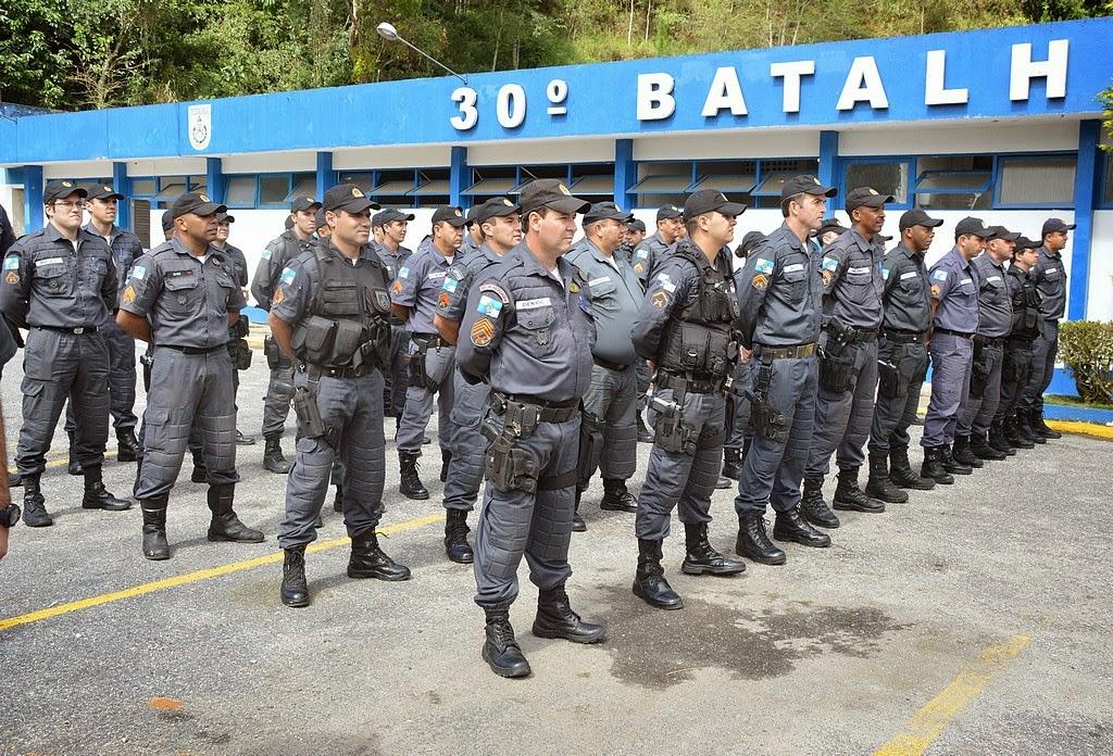 Reunindo autoridades civis e militares, uma cerimônia homenageando cerca de trinta policiais aconteceu no 30º BPM, em Pimenteiras
