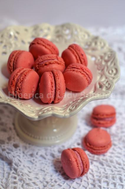 hiperica_lady_boheme_blog_di_cucina_ricette_gustose_facili_veloci_dolci_biscotti_macarons_ai_lamponi_2