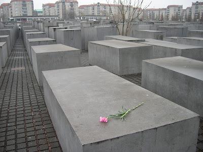 Holocaust Mahnmal (Memorial del Holocausto), Berlin, Alemania, round the world, La vuelta al mundo de Asun y Ricardo, mundoporlibre.com