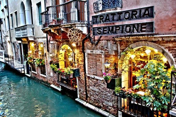 Trattoria Sempione: Το πιο ρομαντικό εστιατόριο του κόσμου στα κανάλια της Βενετίας!