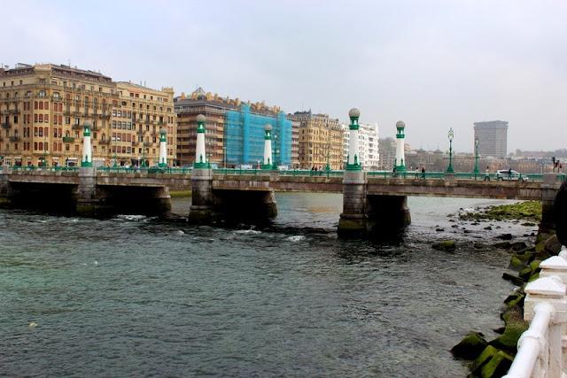 Puente del Kursaal en San Sebastián