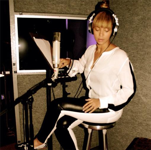 Beyoncé gets on Instagram. Starts recording a new album | randomjpop.blogspot.co.uk