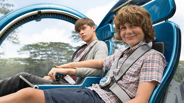 Jurassic World Zach and Gray Nick Robinson and Ty Simpkins