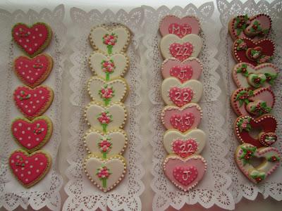 Galletas aniversario de corazon decoradas con distintas tecnicas