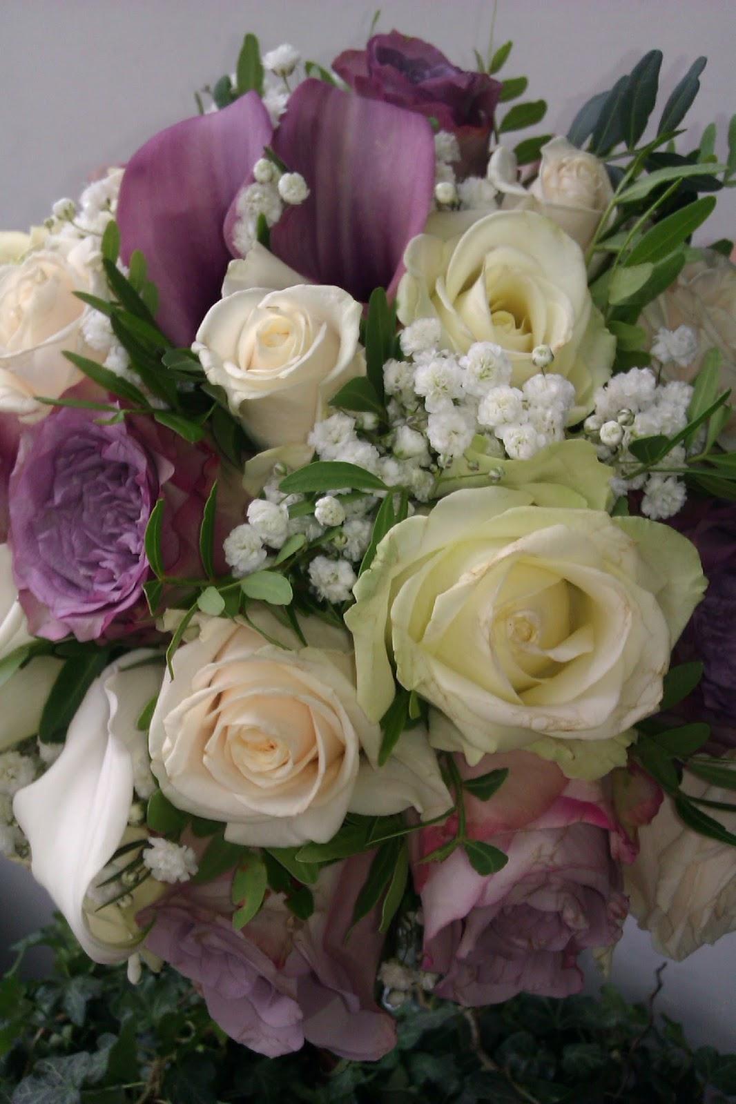 kamille blomster rund brudebukett med calla roser og sl r. Black Bedroom Furniture Sets. Home Design Ideas