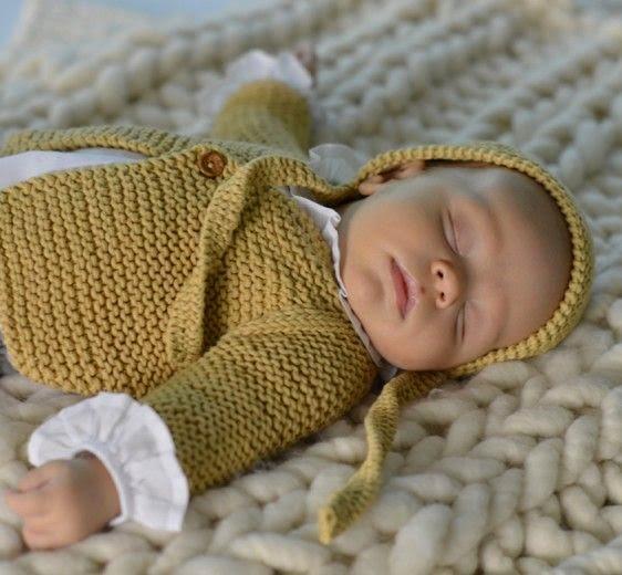 chaqueta y capota de punto bebé