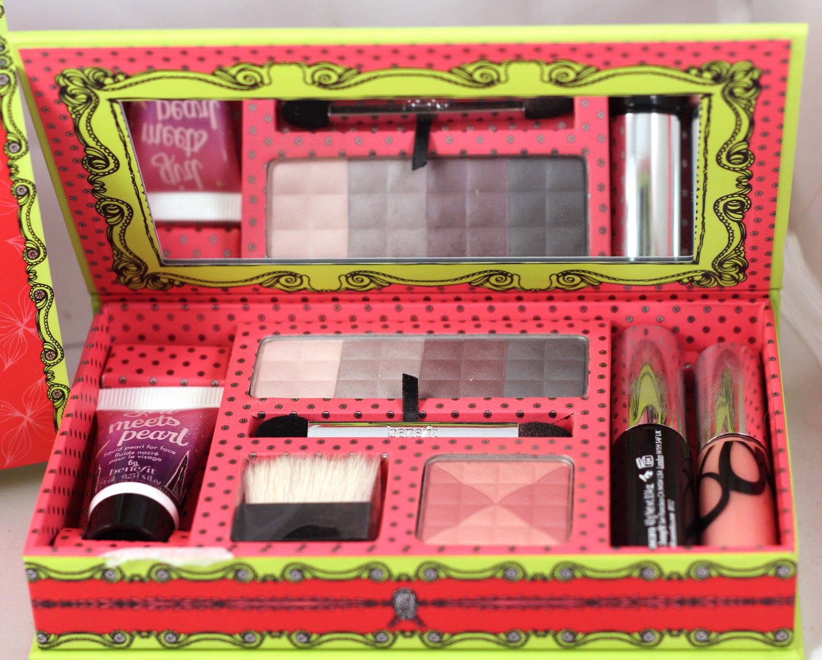 Benefitu0026#39;s U0026quot;Iu0026#39;m Glam...Therefore I Amu0026quot; Life Of The Party Makeup Kit - Gouldylox