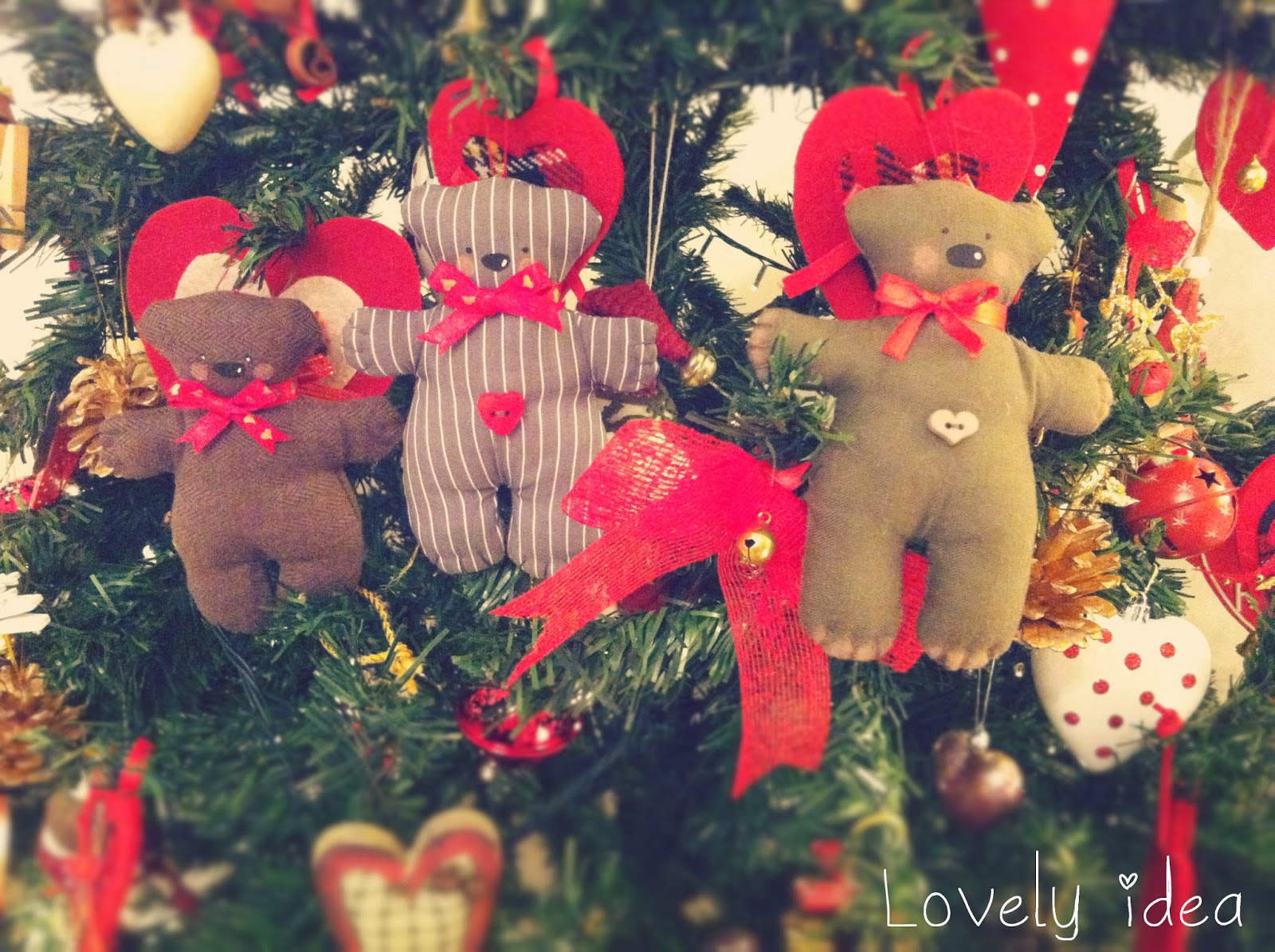 http://nicole-lovelyidea.blogspot.it/2014/12/christmas-teddy-bears.html