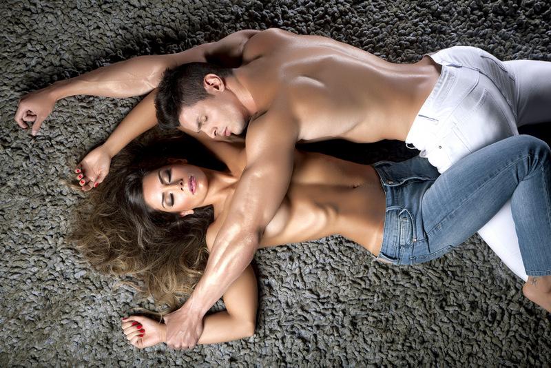 Graciella Carvalho em pose sensual durante o ensaio