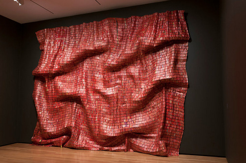 01-El-Anatsui-Bottle-Tops-Tapestry