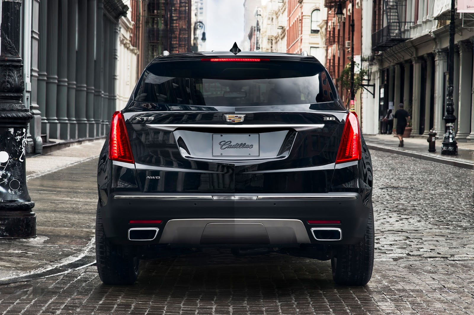 2017-Cadillac-XT5-15