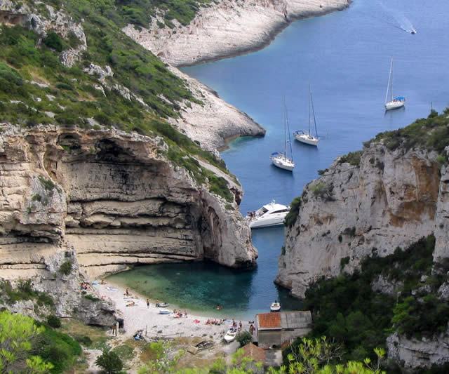Praia Stiniva Beach - Ilha Vis, Mar Adriático, Croácia