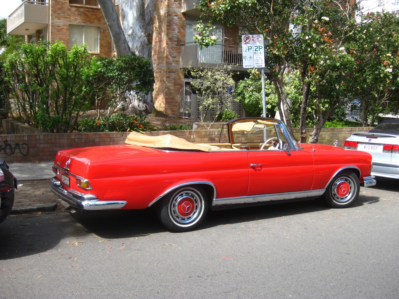 Aussie old parked cars 1964 mercedes benz w111 220 seb for 1964 mercedes benz