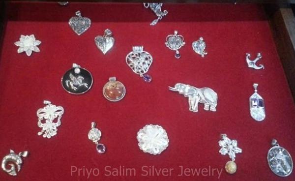 koleksi aksesoris Priyo Salim Silver Jewelry