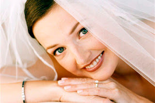Bridal makeup tips for flawless wedding makeup application wedding try to stay away from any metallic frost or creamy eyeshadows these products are guaranteed to eventually cake in the crease of your eye solutioingenieria Gallery