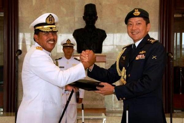Laksamana TNI Agus Suhartono, S.E. dan Mayor Jenderal NG Chee Meng. PROKIMAL ONLINE Kotabumi Lampung Utara
